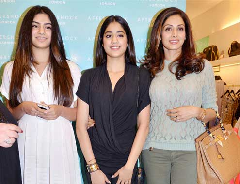khushi-kapoor-with-jhanvi-and-sridevi